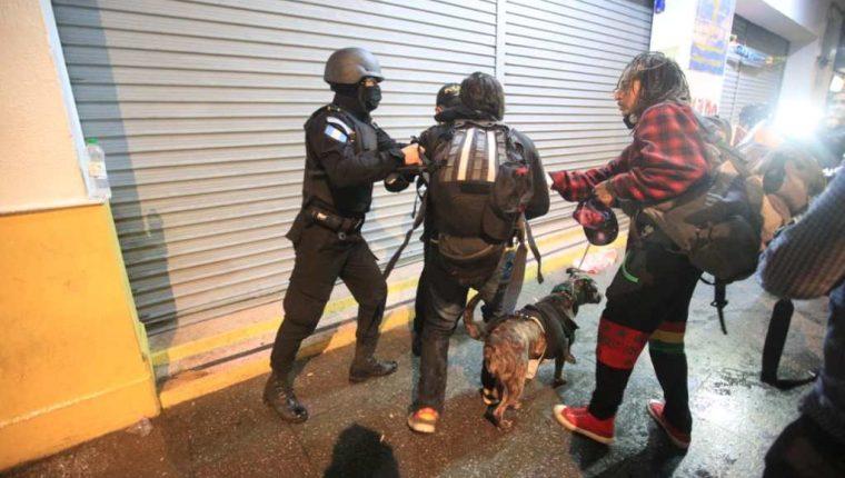 Oacnudh hizo un llamado para que se respete el derecho de las personas detenidas ayer en la manifestación. (Foto Prensa Libre: Carlos Hernández)