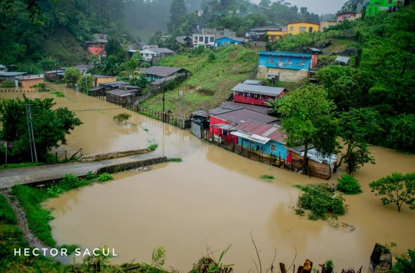 Jugadores de Cobán Imperial ofrecen evacuar a pobladores que están en zonas de desastre por depresión tropical Eta
