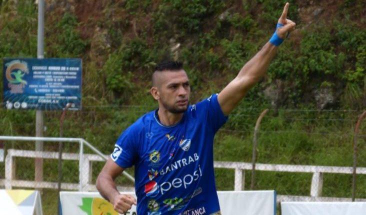El goleador Lauro Cazal fue quien abrió el marcador en el juego en el que su equipo derrotó 2-1 a Malacateco. (Foto Prensa Libre: Cortesía Cobán Imperial)