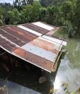 Decenas de casas están inundadas hasta el techo. (Foto: Prensa Libre: Carlos H. Ovalle)