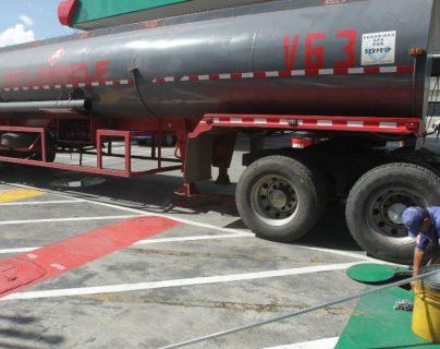 Funcionarios de la Dirección General de Hidrocarburos del MEM afirmaron que el país cuenta con inventario suficiente para cubrir la demanda, sin caer en un desabastecimiento. (Foto Prensa Libre: Hemeroteca)