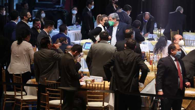 Diputados votan por un punto resolutivo para recomendar la destitución del ministro de Gobernación. Foto: Érick Ávila