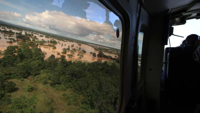 La tormenta Eta dejó serios daños en el país, varias escuelas tuvieron daños por las fuertes lluvias que inundaron varios departamentos. (Foto Prensa Libre: Hemeroteca)