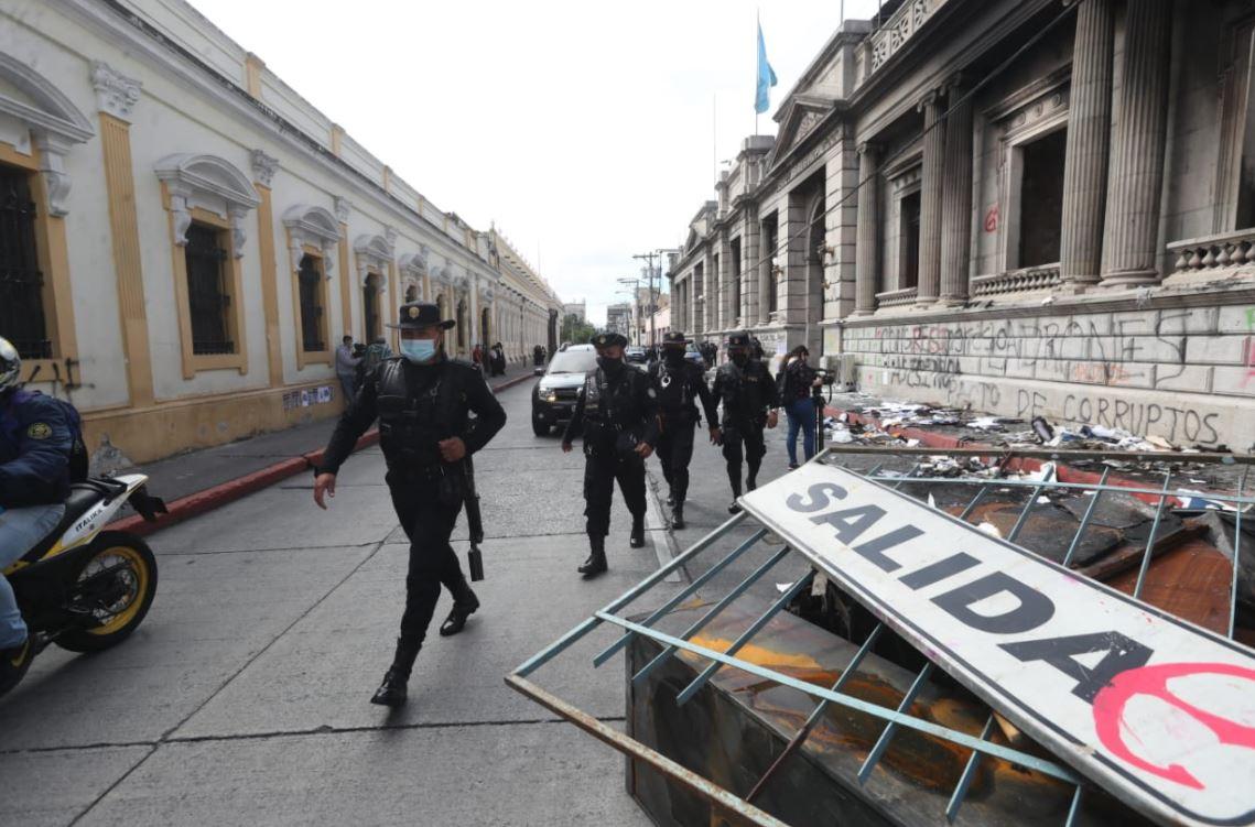 Así amanece el Centro Histórico de Guatemala luego de las protestas por la aprobación del Presupuesto 2021