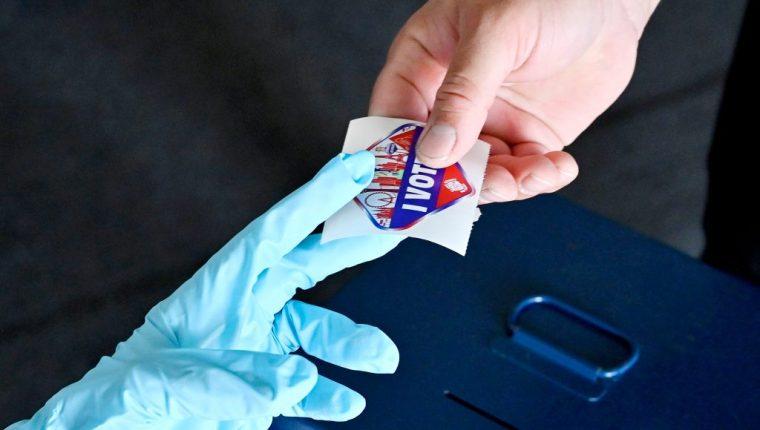 Estados Unidos vota este 3 de noviembre para elegir al próximo presidente, en una jornada que se lleva a cabo en plena pandemia del coronavirus. (Foto Prensa Libre: EFE)