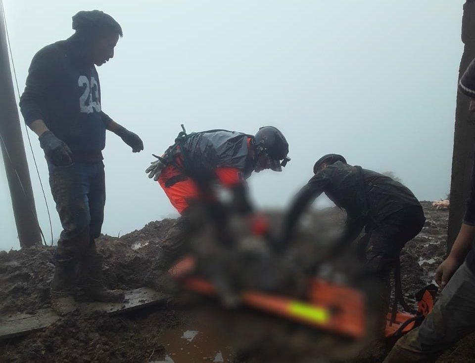 Escombros y dolor: así fue el rescate de cuerpos por aludes en Quiché y Huehuetenango