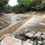 Piedras, arena y vegetación fueron arrastradas por los ríos Teculután y Motagua que rodean el municipio. Foto: Andrea Domínguez