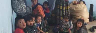 Familias enteras fueron albergadas tras el paso de las tormentas tropicales en Guatemala.  (Foto Prensa Libre: Cortesía