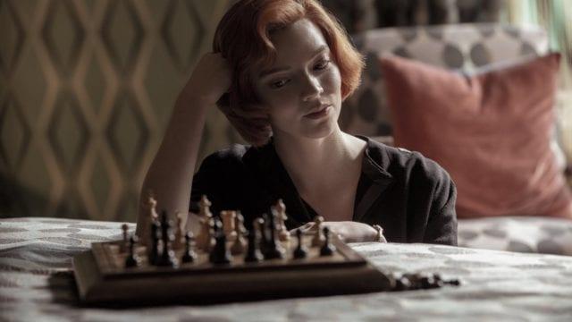 """¿Sin querer o a propósito?: el incongruente error matemático de la serie """"Gambito de Dama"""""""