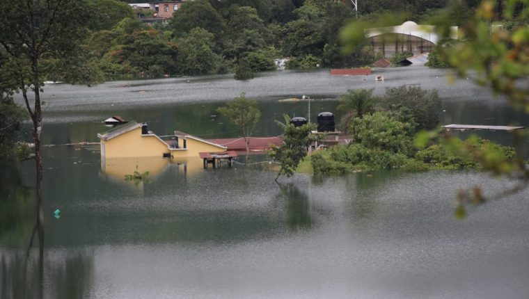 Inundaciones en la aldea Campur, San Pedro Carchá, Alta Verapaz. (Foto Prensa Libre: Byron García)