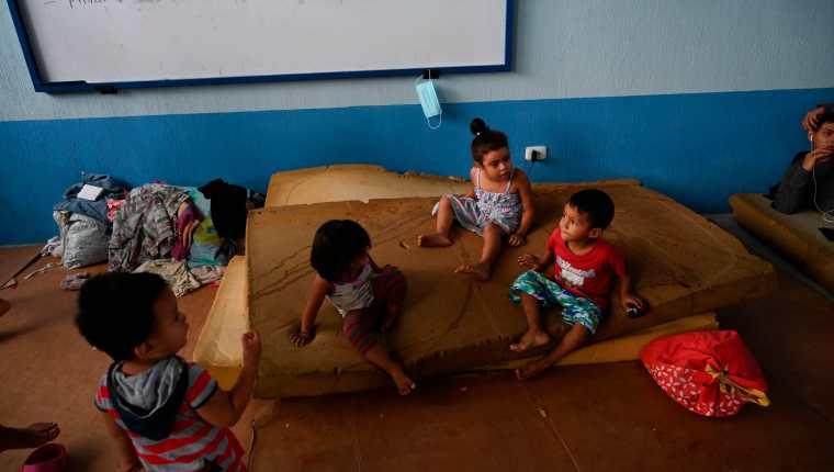La depresión tropical ETA se ensaña con poblaciones que ya estaban afectadas por el covid-19 y la desnutrición aguda infantil. (Foto Prensa Libre: AFP)