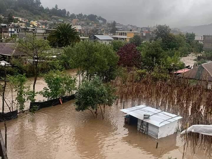 Continúan lluvias y desbordes de ríos en Quiché, Huehuetenango e Izabal (colapsan puentes y carreteras)