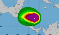 Iota, convertido aún en huracarán categoría 5, a su ingreso en Nicaragua. (Fuente: Centro Nacional de Huracanes de Estados Unidos)