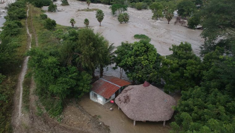 En el dictamen del presupuesto 2021 se planteó Q1 mil millones para la reconstrucción por los daños causados por la tormenta Eta. (Foto Prensa Libre: Hemeroteca)