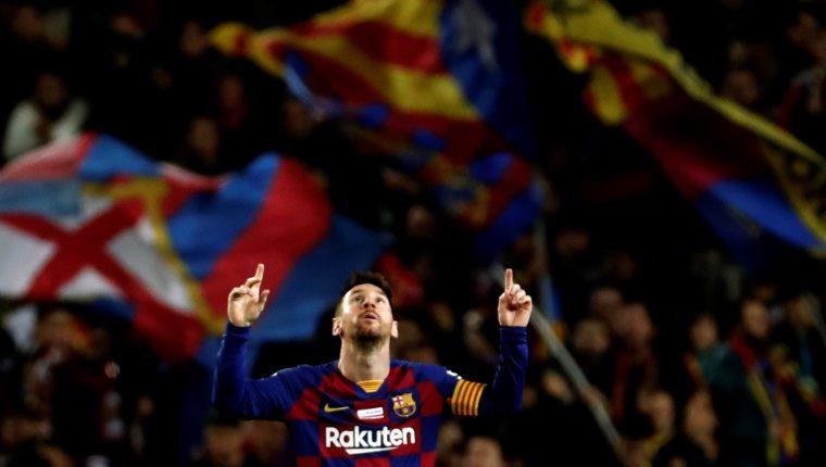 Lionel Messi es uno de los más grandes referentes del FC Barcelona, que en el siglo XXI ha tenido en sus filas a jugadores como Ronaldinho, Dani Alves, Carles Puyol, Iniesta, Xavi y otros. (Foto Prensa Libre: EFE)