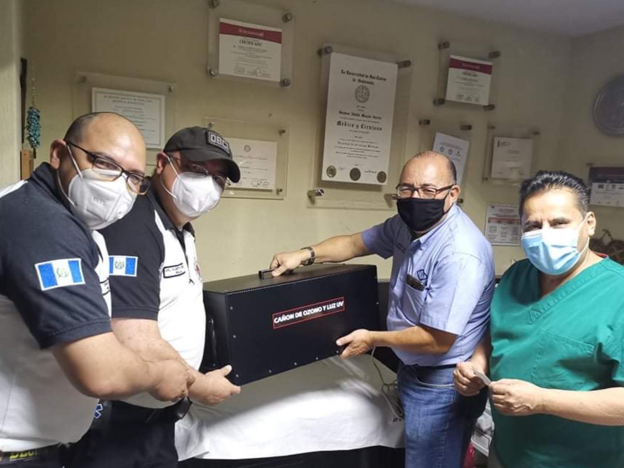 Médico Gustavo Monzón y Bomberos Voluntarios