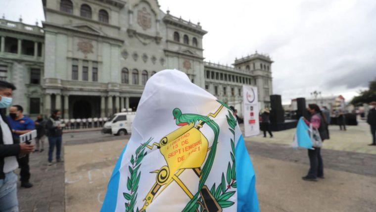 Personas se concentrarán en la Constitución y otros lugares para protestar contra la corrupción. (Foto Prensa Libre: Hemeroteca PL)