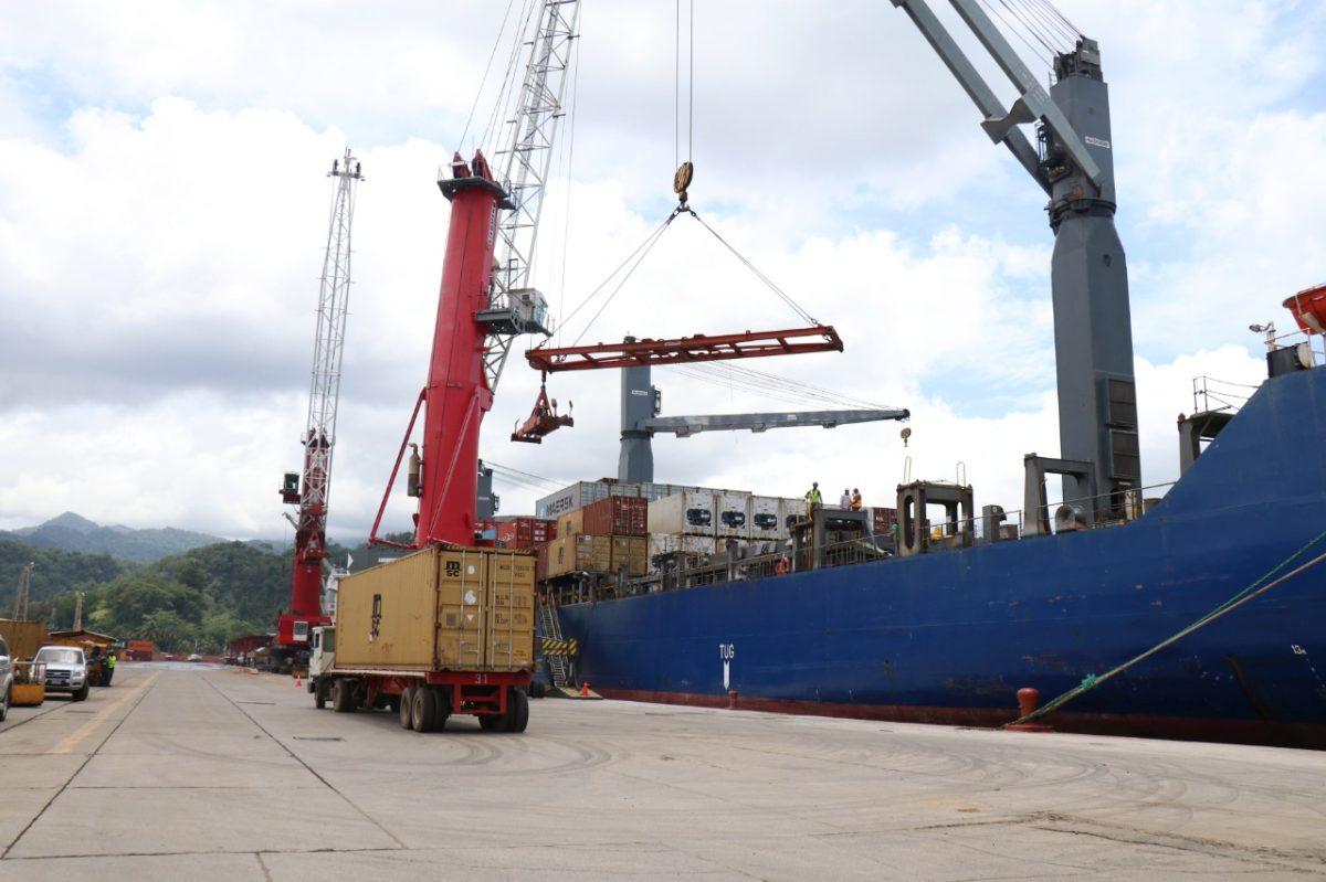 Puertos guatemaltecos transportan menos carga este año, por la pandemia
