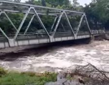 Puente Teculután fue cerrado ante la amenaza del río.