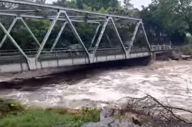 Ríos crecidos y sin agua entubada: este es el panorama en Teculután ante Iota en Guatemala