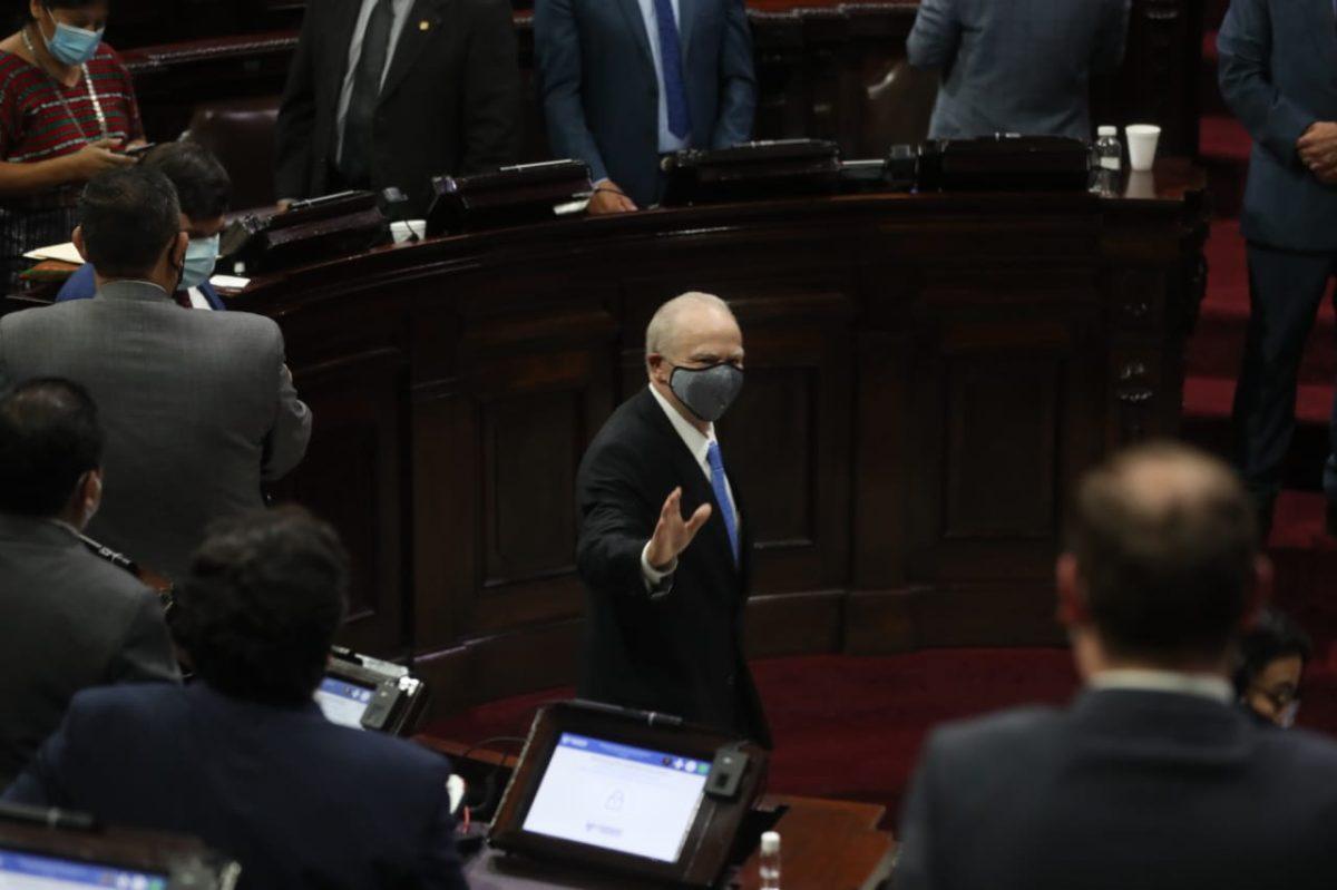 Van tres amparos contra Roberto Molina Barreto y la elección de magistrados a la CC