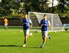 Douglas Martínez y Juan Ramón Mejía, jugadores de la selección hondureña. (Foto Prensa Libre: Twitter Selección de Honduras)