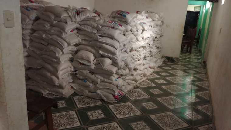 Parte de los mil sacos de arroz decomisados por la Fiscalía contra la Corrupción. (Foto: PNC)