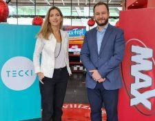 Mónica de la Fuente cofundadora de Tecki y  Martín Prera, jefe de Mercadeo de Grupo Distelsa. Foto Prensa Libre: Cortesía