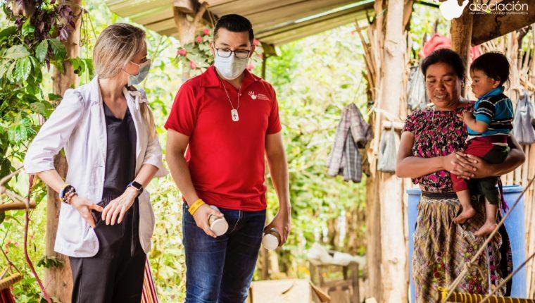 Por cada mantequilla de maní que vende la empresaria Marcela Tánchez regala una a familias de escasos recursos. (Foto Prensa Libre: Cortesía)