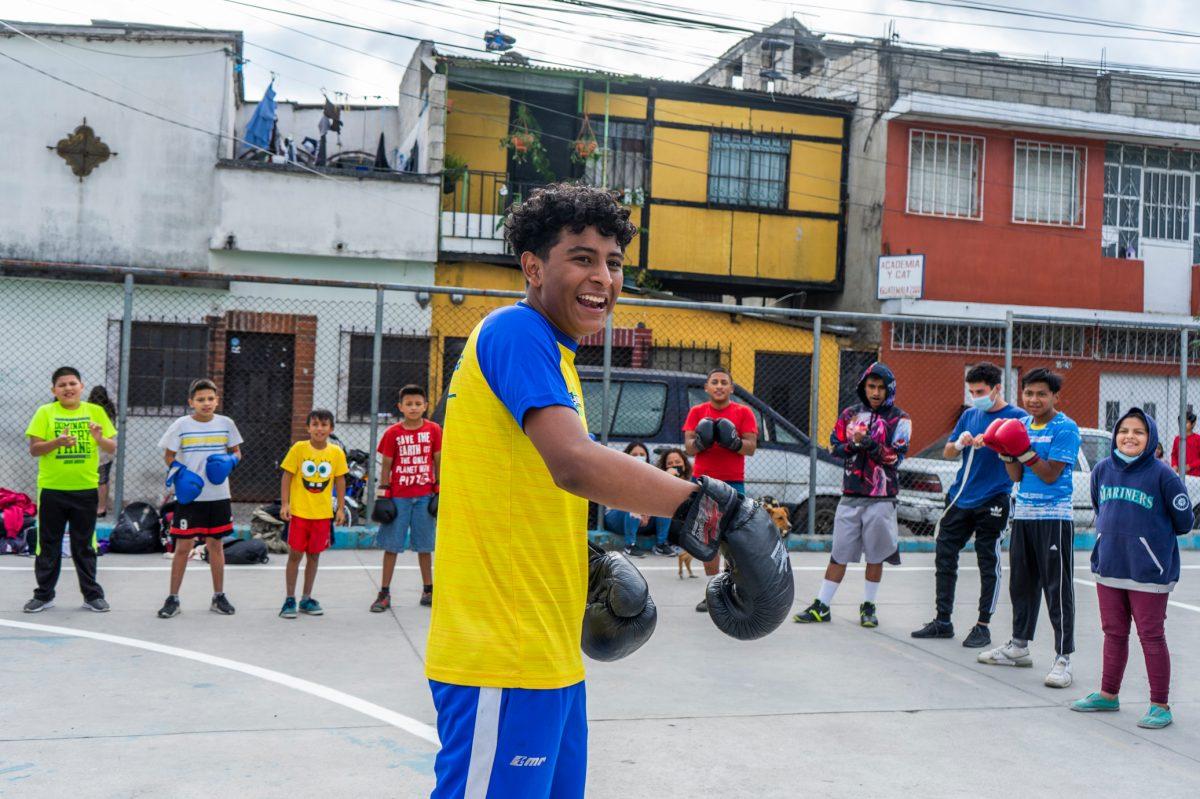 Boxeador y rapero: La historia de Adán Aguilar, un atleta y cantante que llevó sus rimas al congreso Hechos 29