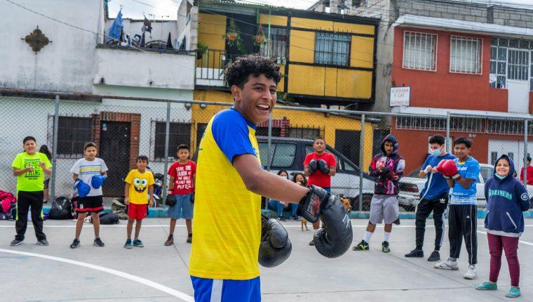 Adán Aguilar Cordero es un boxeador y cantante guatemalteco. (Foto Prensa Libre: Cortesía Mynor Mazariegos)