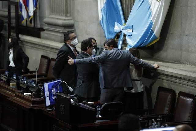 Directivos del Congreso durante la sesión extraordinaria de este 3 de diciembre. (Foto: Esbin García)