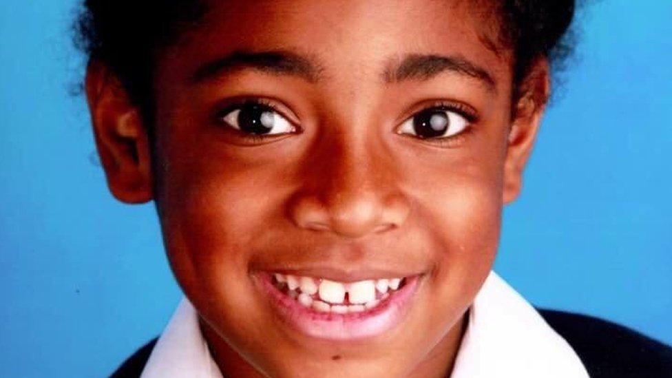 """""""La contaminación ambiental contribuyó a su muerte"""": el juicio por el fallecimiento de una niña británica que sienta un precedente histórico"""
