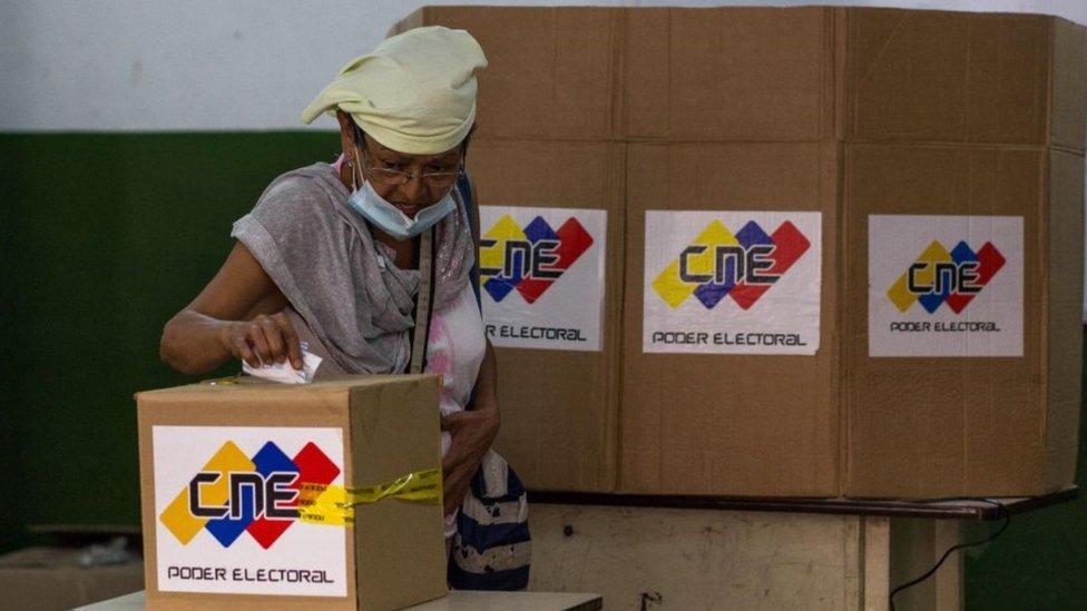 Qué ganan y pierden el gobierno y la oposición de Venezuela con las elecciones parlamentarias de este domingo