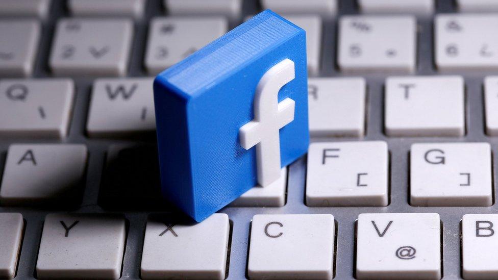 """Facebook: la demanda del gobierno de EE.UU. contra la red social por """"monopolio"""" que busca obligarle a que venda Instagram y WhatsApp"""