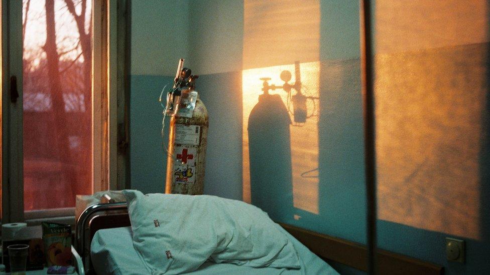 El dramático caso del paciente de covid-19 acusado de matar con un tanque de oxígeno a su compañero de cuarto en el hospital