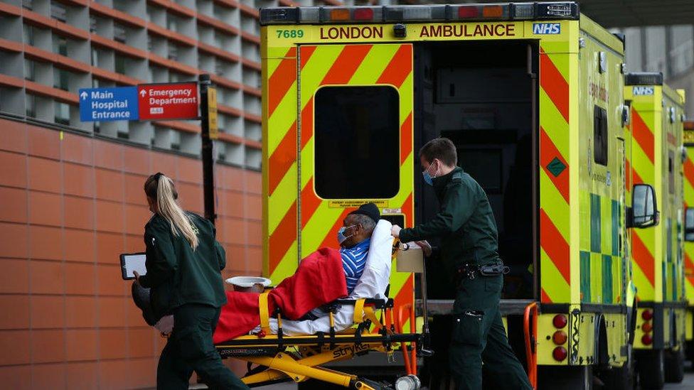 Decretan nuevo confinamiento en Inglaterra por incremento de casos de coronavirus
