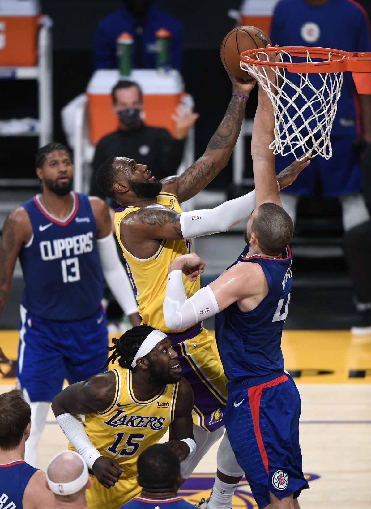 Los Lakers caen ante los Clippers en la jornada inaugural de la NBA