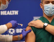 La vacuna contra el coronavirus se empezará a aplicar el 24 de diciembre en Costa Rica. (Foto Prensa Libre: AFP)