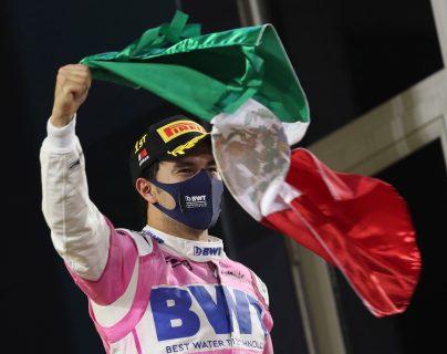 El corredor mexicano Sergio Pérez ganó por primera vez una carrera en la Fórmula 1 y lo hizo en el Gran Premio de Sahkir. (Foto Prensa Libre: EFE)