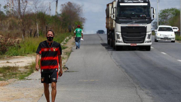 El brasileño Marivaldo Francisco da Silva, ganador del premio a la Afición durante la gala de The Best de la FIFA. Prensa Libre: EFE.