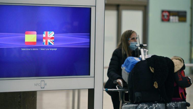 El Gobierno español anunció que reforzará el control de verificación de pruebas PCR a los viajeros procedentes del Reino Unido. Fotografía: EFE/ Fernando Villar.
