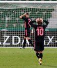 El centrocampista croata del Real Madrid, Luka Modric, se lamenta de una ocasión fallada por el equipo madridista durante el encuentro correspondiente a la decimosexta jornada de primera división. (Foto Prensa Libre: EFE)