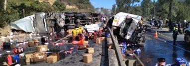 Tres camiones chocaron en el km 46.5 de la ruta Interamericana, Sumpango Sacatepéquez. (Foto Prensa Libre: Víctor Chamalé)