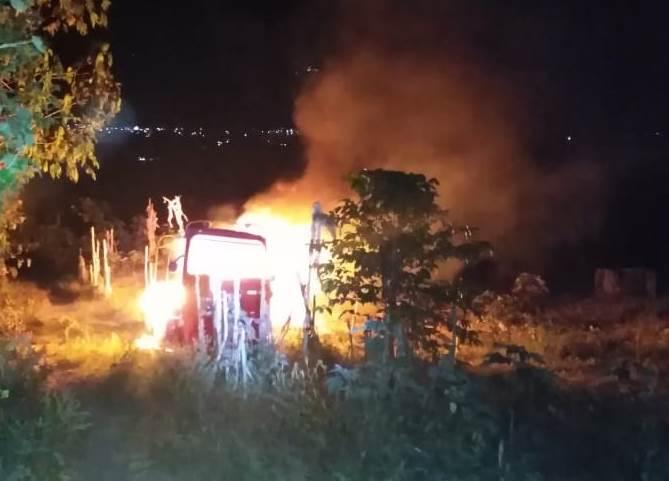 Sololá: reportan heridos y mototaxis incendiados por conflicto entre conductores