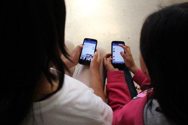 La mujer que salvó a su hija de un acosador recomendó cuidar lo que los niños publican en redes sociales. Imagen ilustrativa. (Foto Prensa Libre: Archivo)