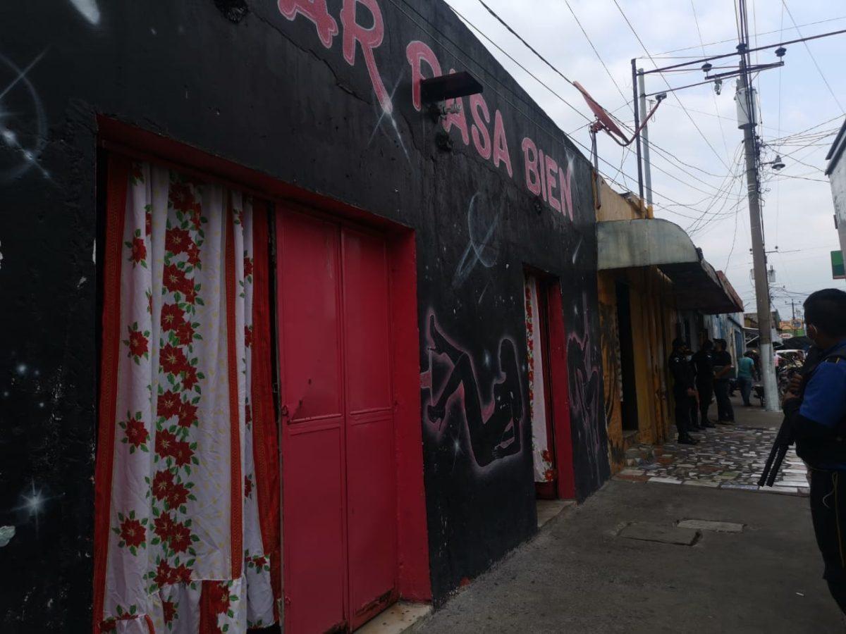 Allanan centros nocturnos y rescatan a nueve víctimas de trata de personas en Patulul