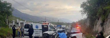 Socorristas utilizaron equipo especial para rescatar a los heridos. (Foto Prensa Libre: Wilder López)