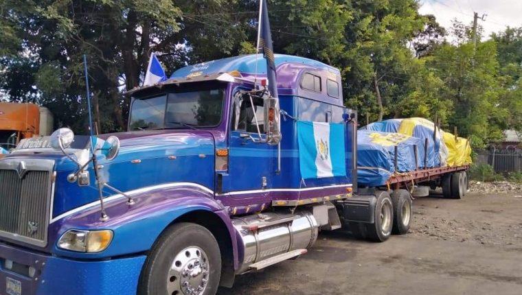 El tráiler cargado con unas 30 toneladas de alimentos no pudo pasar a Guatemala. (Foto Prensa Libre: Cortesía)