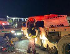 Lugar del accidente en el kilómetro 50 de la ruta Interamericana. (Foto Prensa Libre: Bomberos Municipales Departamentales)